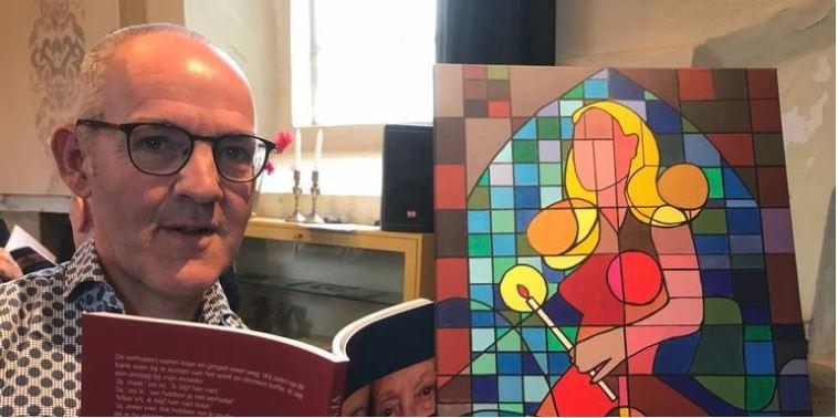 Oeds Visser tijdens de presentatie van zijn boek